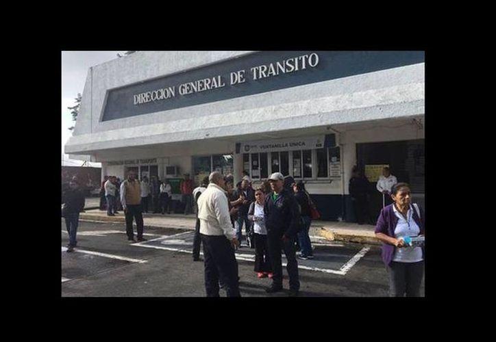Los policías se sumaron a la protesta y también exigen el pago de sus salarios y aguinaldo. (Isabel Zamudio/Milenio)