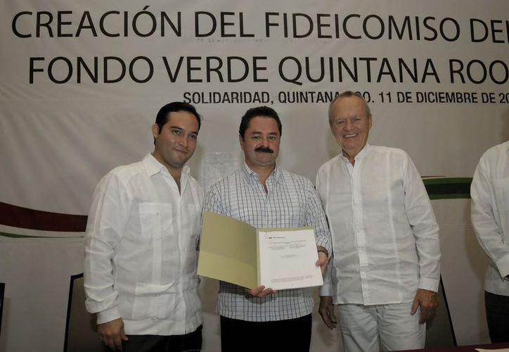 Asistentes a la firma de la Creación del Fideicomiso Fondo Verde Quintana Roo. (Cortesía/SIPSE)