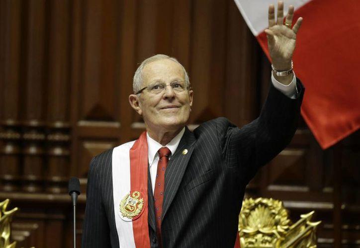 Pedro Pablo Kuczynski fue investido como presidente de Perú este jueves en Lima, ante el aplauso de jefes de Estado de Latinoamérica y el mundo. (AP)