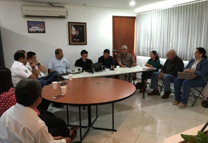 Representantes de autoridades y empresas turísticas se reunieron para idear formas de atraer al turismo beliceño. (Ángel Castilla/SIPSE)