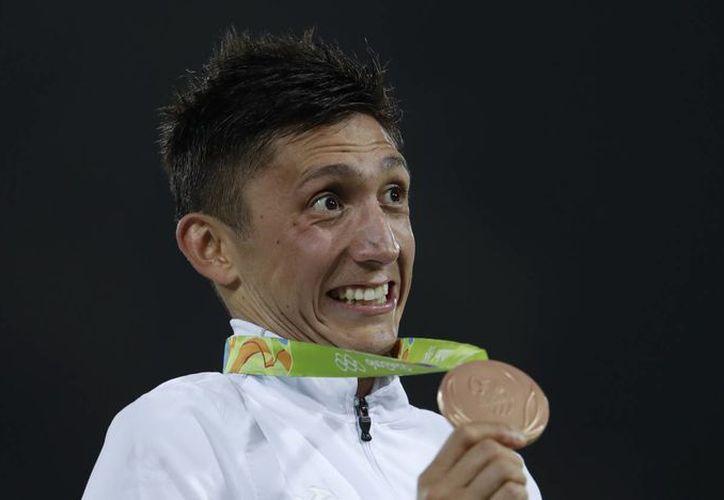 La del medallista de bronce Ismael Hernández Uscanga no es una historia sencilla, ya que un obstáculo en su carrera lo mantuvo alejando por un tiempo del pentatlón. (AP /Natacha Pisarenko)