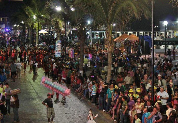 Cada desfile del carnaval generará aproximadamente seis toneladas de basura. (Gustavo Villegas/SIPSE)