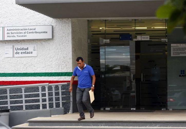 Los microempresario que venden menos de 100 mil pesos anuales, no pagará IVA ni IEPS, pero sí deberá presentar sus declaraciones informativas ante el la oficinas del SAT. (Milenio Novedades)