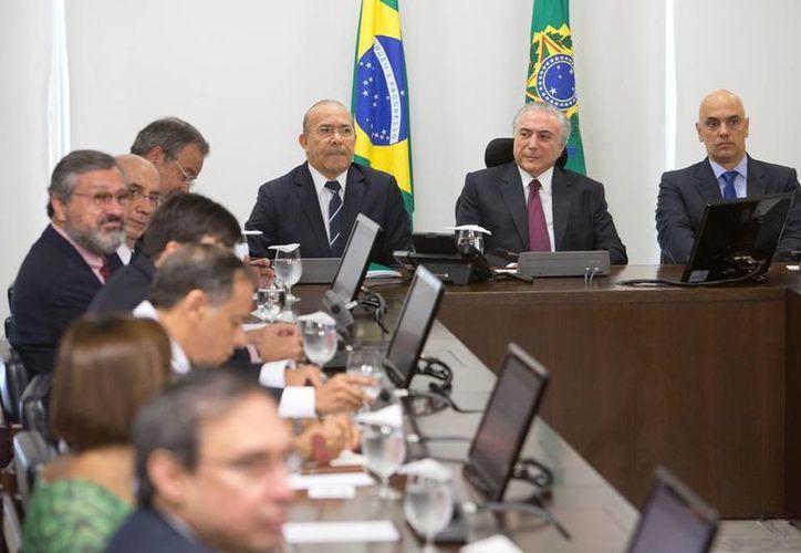 Michel Temer ofreció su solidaridad a las familias de las decenas de reclusos muertos tras motines en cárceles del estado de Amazonas. (AP/Eraldo Peres)