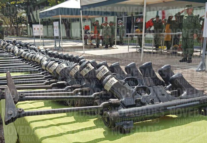 La ceremonia de la destrucción de armas se realizó en el 64 Batallón de Cancún. (Jesús Tijerina/SIPSE)