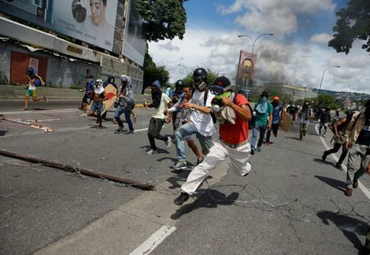 Al menos 10 niños de una escuela del municipio resultaron afectados por los gases . (Foto: Milenio)