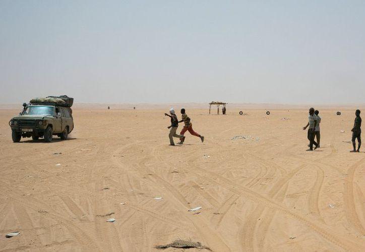 Algunos migrantes forman comunidades perdidas en el desierto. (AP)