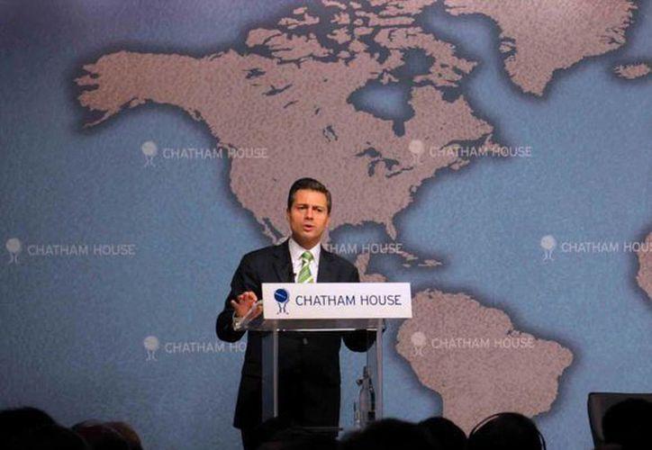 En su último día de la gira por Londres, ofreció una conferencia magistral en el Chatham House. (facebook.com/EnriquePN)