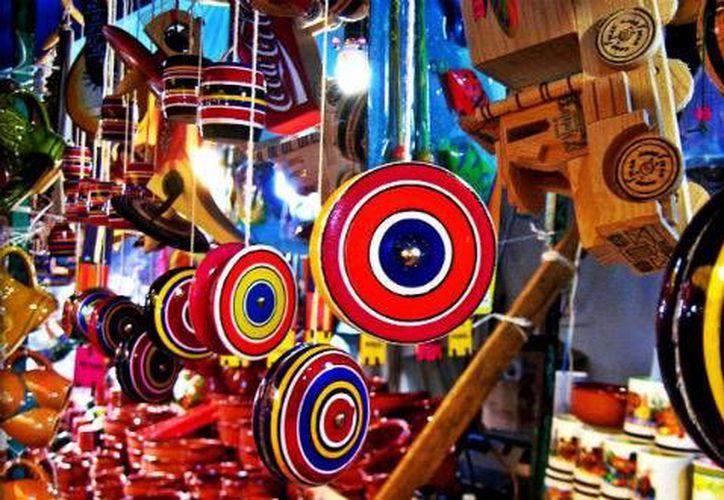 Los juguetes tradicionales hechos a base de madera son una buena opción para regalar en Navidad. (Contexto/Internet)