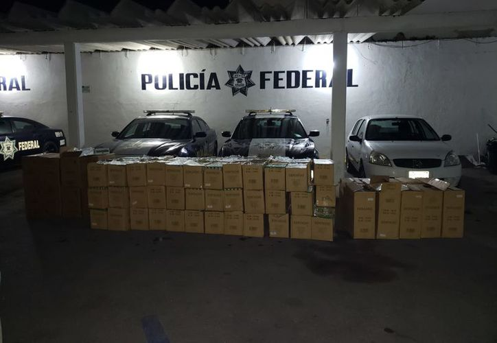 En un puesto de control en el entronque a Peto, federales decomisaron 88 cajas llenas de cigarros clandestinos.