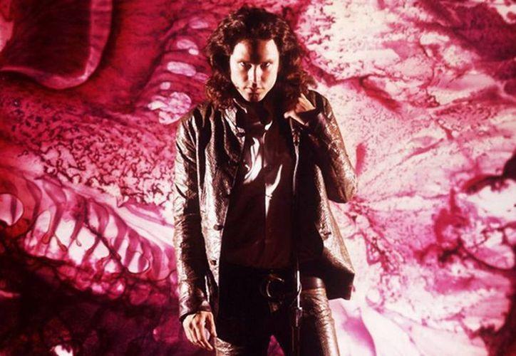 Jim Morrison sufrió una sobredosis de heroína suministrada por el también fallecido De Breiteuil, compañero sentimental de Faithfull en aquella época y conocido narcomenudista de famosos. (Excelsior)