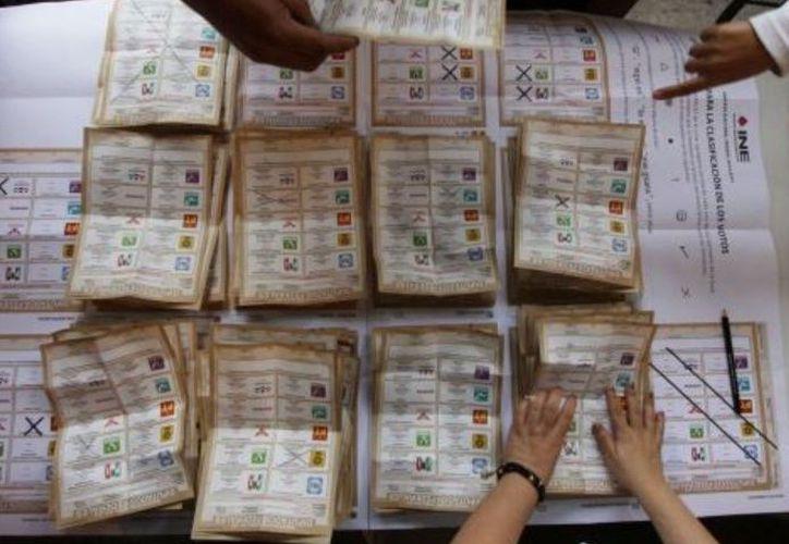 El INE prohibió difundir estas encuestas de salida hasta que terminen de cerrar todas las casillas del país. (Internet)