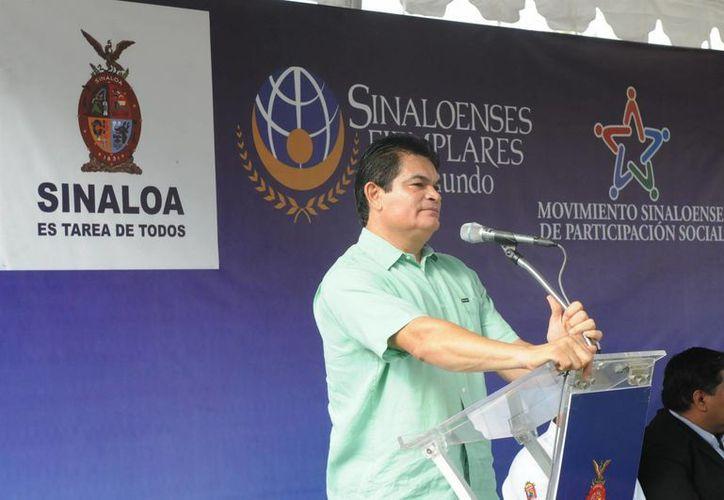 López Valdez le quitó facultades a los municipios en materia de la venta de alcohol, además de que prohibío los narcocorridos. (Archivo/Notimex)