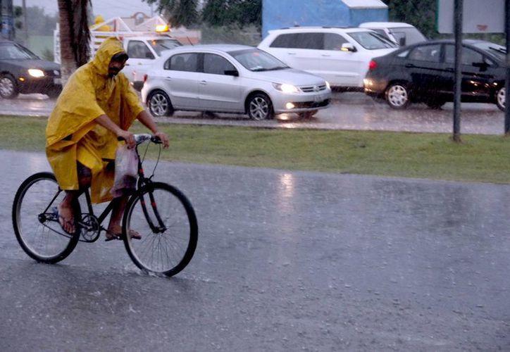 En algunas zonas de Mérida, la lluvia fue intensa. (Juan Albornoz/SIPSE)