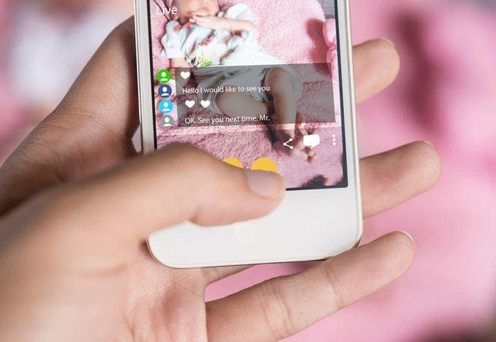 En Reino Unido se ha solicitado a redes sociales como Tinder endurecer sus filtros para proteger a menores de edad. (Internet)