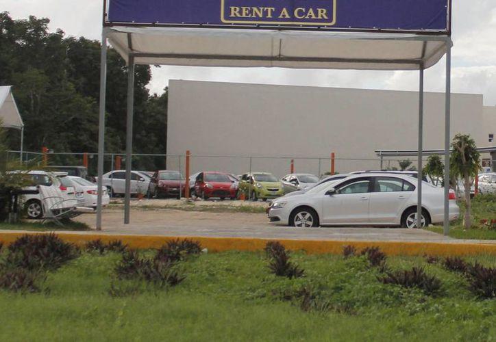 Circulan 19 mil vehículos de arrendamiento en el Caribe mexicano. (Israel Leal/SIPSE)