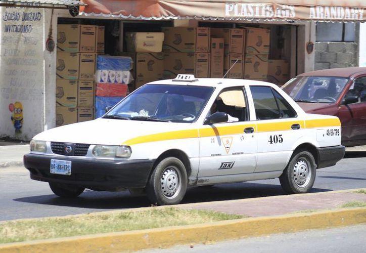 Taxistas morosos han beneficiado al propio gremio, informan los dirigentes, pues gracias a las cuotas que han cobrado se han hecho trabajos de mantenimiento a su inmueble, así como labores sociales. (Harold Alcocer/SIPSE)