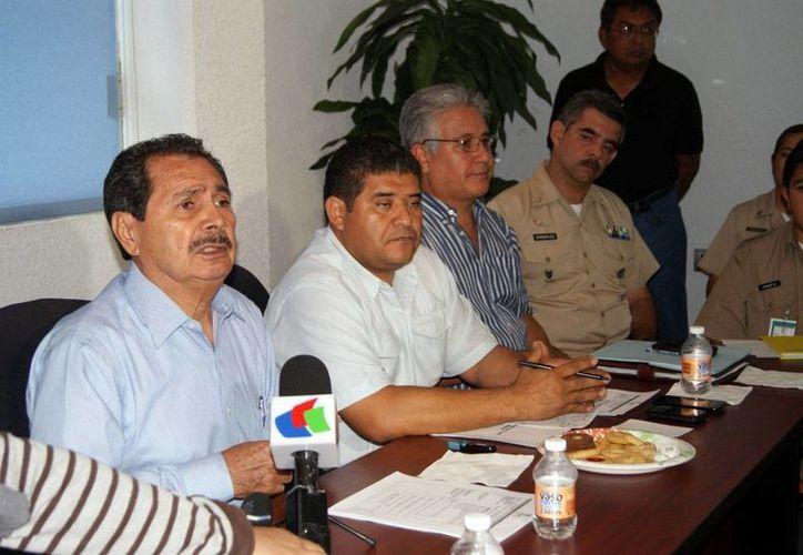 Diversos funcionarios integran el comité de Primera Respuesta del Consejo Estatal de Protección Civil de Yucatán. (Milenio Novedades)