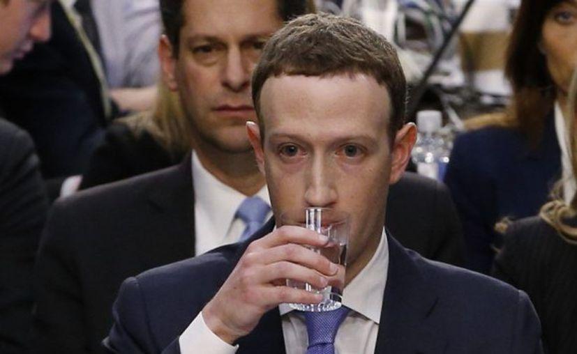 """Zuckerberg también dio la razón a Durbin: """"Creo que todos deberían tener control sobre cómo se usa su información"""". (El Comercio)"""