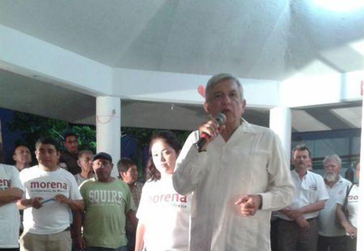 Andrés Manuel López Obrador recordó a sus militantes y simpatizantes que ahora forma parte de Morena. (Harold Alcocer/SIPSE)