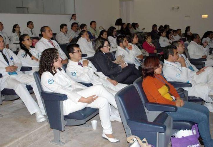 Médicos de Quintana Roo se capacitan de manera constante a fin de brindar el mejor servicio a los pacientes. (Redacción/SIPSE)