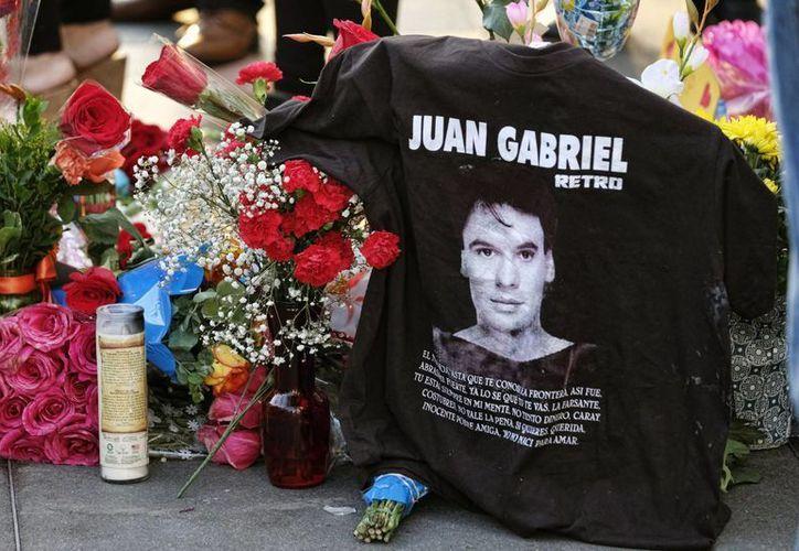 Juan Gabriel murió en Estados Unidos a los 66 años debido a un infarto. Sus cenizas reposarán en Ciudad Juárez. (AP /Richard Vogel)
