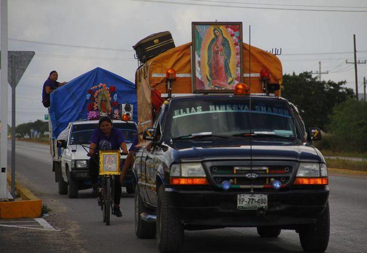 Muchos peregrinos llegan en estos días a los santuarios guadalupanos de todo el país. En la imagen, antorchistas de Yucatán. (Juan Albornoz/SIPSE)
