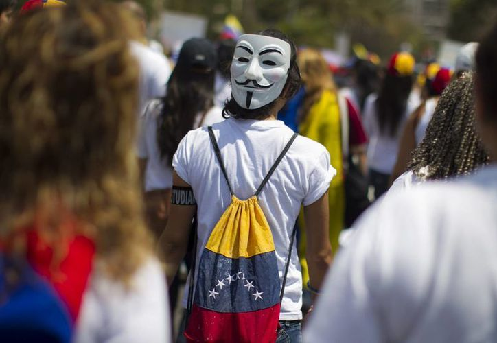 Centenares de mujeres participaron este martes en una manifestación en el suroeste de Caracas, Venezuela. (EFE)