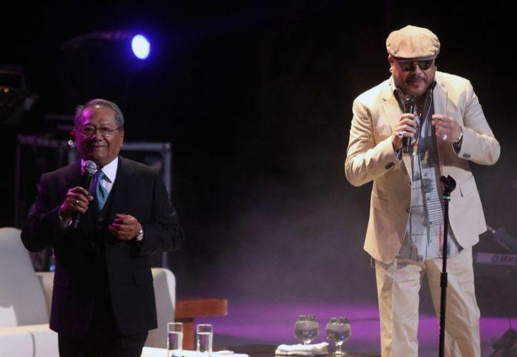 """La víspera, Armando Manzanero y Francisco Céspedes presentaron su espectáculo """"Armando un Pancho"""", en Puebla. (Notimex)"""