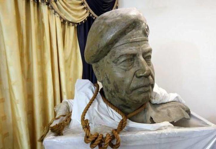 El poseedor de la cuerda, un exasesor de seguridad de Irak, la guarda con la intención de montar un museo sobre el régimen de Saddam Hussein. (huffpost.com)