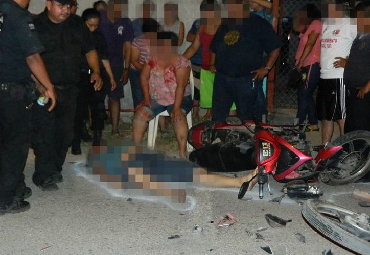 El cuerpo inerte del cumpleañero quedó tirado en el pavimento ante la mirada incrédula de sus familiares. (SIPSE)