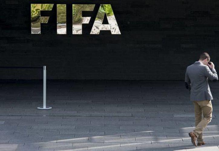 La FIFA dio a conocer en su página oficial medidas que adoptará con el fin de garantizar transparencia en sus procesos. (Archivo AP)