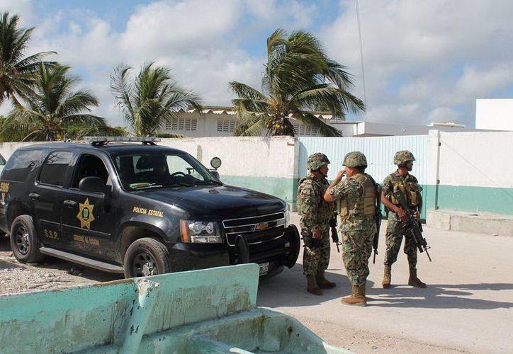 Elementos de la Marina resguardaron la zona donde se realizó el operativo en Progreso, Yucatán. (SIPSE)