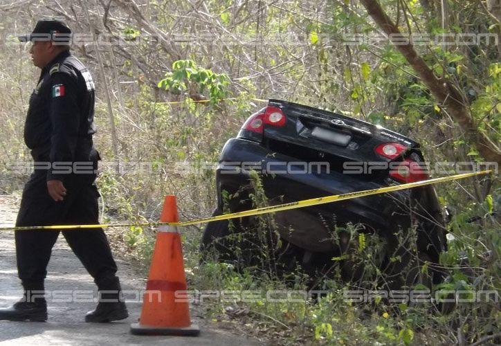 El conductor de un vehículo perdió el control de la unidad y se salió de la carretera, cerca de Tekom. El saldo fue de dos muertos y dos heridos. (Luigi Domínguez/SIPSE)