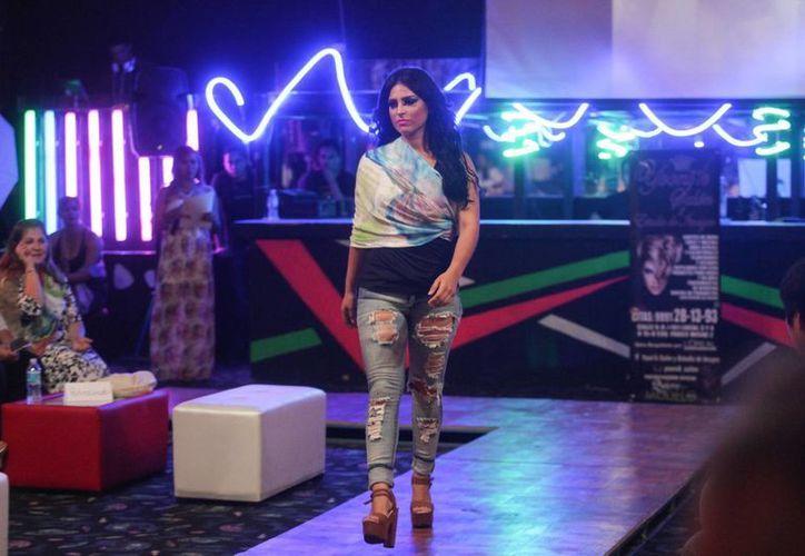 Romina Ruiz Gantús mostró gran personalidad ante el público. (Amílcar Rodríguez/SIPSE)