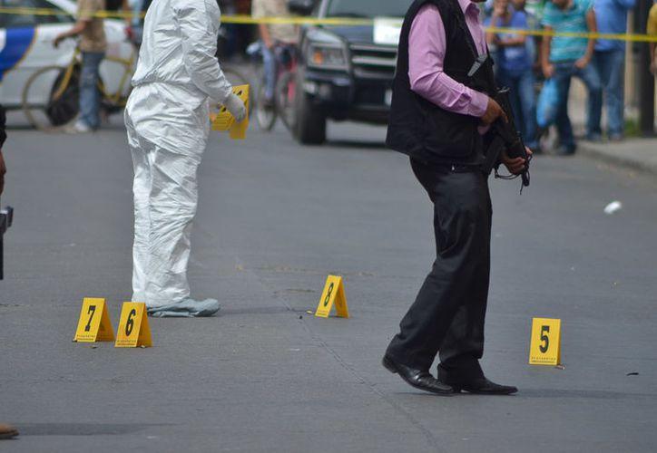 Agentes ministeriales aseguraron ambas escenas del crimen mientras iniciaban los peritajes pertinentes. (Villagrán/ Juventino Rosas).