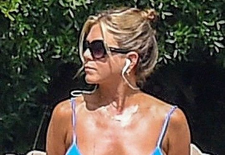 Jennifer Aniston se toma tarde libre para disfrutar del sol de verano. (dailymail.co.uk)