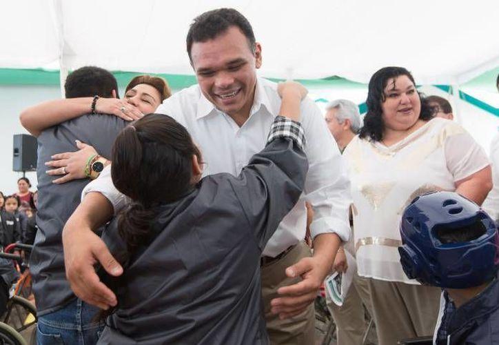 El gobernador Rolando Zapata acudirá este viernes a la Aplicación de la Tercera Jornada de Evaluación del Programa Especial de Certificación Yucatán. (Milenio Novedades)