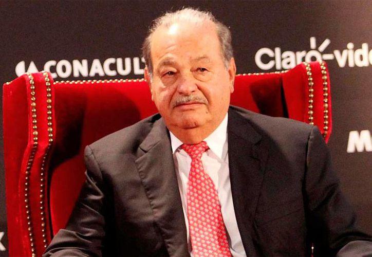 El presidente de Grupo Carso, Carlos Slim, 'pesa' más que el presidente Enrique Peña Nieto. (NTX/Archivo)