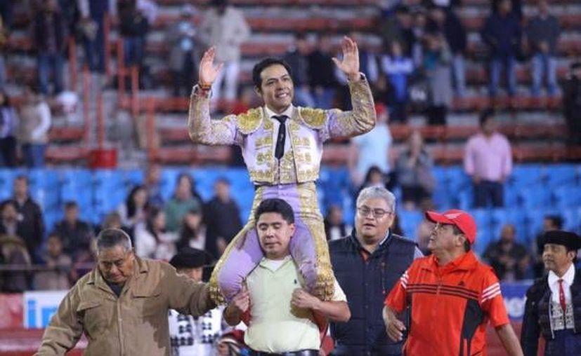 José Luis Angelino tuvo un buen regreso a la Monumental Plaza de Toros México al conseguir un triunfo en la última corrida del 2015. (Twitter: @LaMexicoCom)