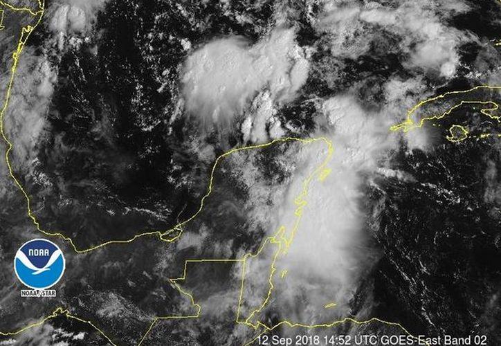 La nubosidad asociada mantendrá condiciones de tiempo inestable sobre la Península de Yucatán, con probabilidad para tormentas. (noaa)