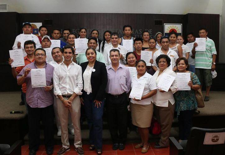 Más de 100 empleados culminaron cursos de capacitación en el rubro turístico. (Cortesía)