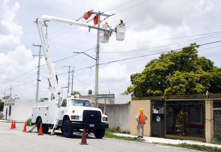 El objetivo es reducir el peligro que provoca la caída de  un poste de este tipo. (SIPSE)