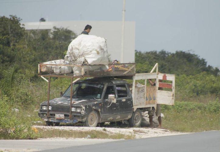 El camión de la basura pasa cada tres días y sólo por la avenida principal. (Archivo/SIPSE)