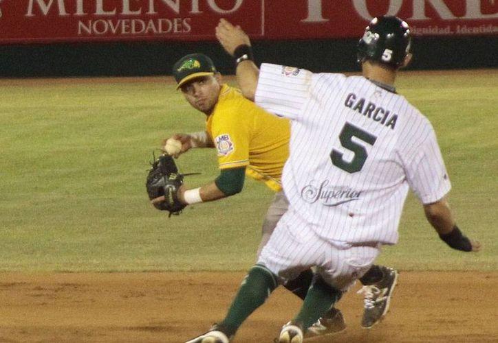 Leones de Yucatán lució bien en todas sus líneas, anoche en el partido frente a Pericos de Puebla al que derrotó 8 a 3 en el primer partido de la serie. (Milenio Novedades)