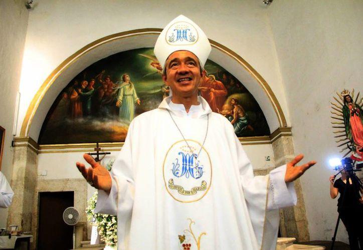 """""""No es una despedida sino un hasta luego, seguiré en contacto con ustedes a través de las redes sociales y pretendo regresar anualmente a Mérida"""", aseveró el arzobispo yucateco. (José Acosta/SIPSE)"""