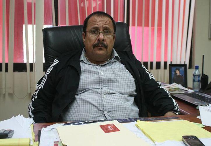 El embajador de la Paz en Belice, David Akierman, hizo un llamado a las personas para que colaboren en la campaña navideña. (Redacción/SIPSE)