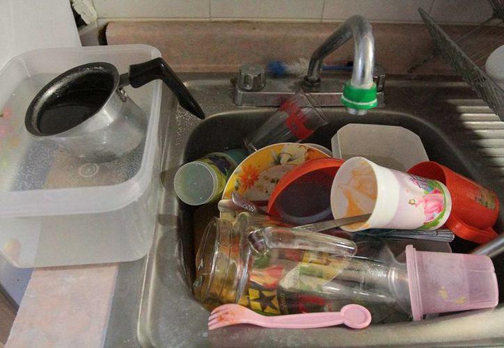 Vecinos del DF se quejan de la falta de agua ya que no pueden cubrir sus necesidades básicas. (Archivo/Notimex)