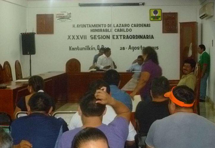 Por órdenes del presidente de Lázaro Cárdenas ayer se interrumpió la sesión de Cabildo. (Raúl Balam/SIPSE)