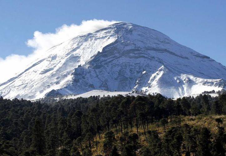 En México existe un cinturón volcánico desde Nayarit hasta Veracruz y también en Baja California y Chiapas. En la imagen aparece el volcán Popocatépetl. (Archivo/Notimex)